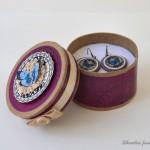 Moder metuljček Uhančki v darilni škatliciJPG