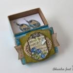 Modre vrtnice - uhančki v darilni škatlici 2