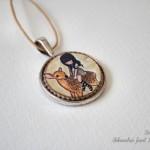 Medaljonček Gorjuss na srnici