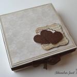 rocno-delo-unikat-posebna-voscilnica-knjiga-darilo-poroka-porocni-valcek.par-melodija-ljubezen-skatla