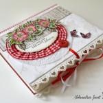 rocno-delo-unikat-voscilnica-cestitka-posebna-knjiga-vrtnica-rdeča-karo-čipka.-zavezovanje