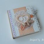 rocno-delo-unikat-voscilnica-knjiga-posebna-cestitka-poroka-bela-oranzna-pticka-cipka