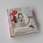 rocno-delo-unikat-voscilnica-knjiga-posebna-cestitka-poroka-mamica-ocka-rdeca-bela-vrtnice-puncka-cvetni-listki-cipka
