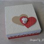 rocno-delo-unikat-voscilnica-knjiga-posebna-cestitka-poroka-rdeca-bela-laboda-swarovski-srce-vrtnice-darilna-skatla