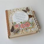 rocno-delo-unikat-voscilnica-knjiga-posebna-cestitka-rojstni-dan-babica-dedek-vintage-starinska-vrtnica-cipka-metulj