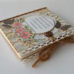 rocno-delo-unikat-voscilnica-knjiga-posebna-cestitka-rojstni-dan-babica-dedek-vintage-starinska-vrtnica-cipka-metulj-zavezovanje