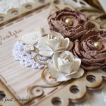 rocno-delo-unikat-voscilnica-posebna-knjiga-darilo-denar-vrtnice-detajl