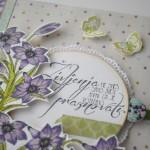 rocno-delo-unikat-voscilnica-posebna-knjiga-darilo-rojstni-dan-zivljenje-praznovati-lilije-vijolicne-metuljcki-detajl-sprednja-stran