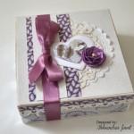 rocno-delo-unikat-voscilnica-posebna-knjiga-poroka-srce-iz-vrtnic-vrtnice-vijolična-bela-darilna-skatla