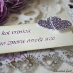 rocno-delo-unikat-voscilnica-posebna-knjiga-poroka-srce-iz-vrtnic-vrtnice-vijolična-bela-detajl-voscilo-verz