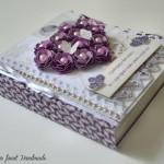 rocno-delo-unikat-voscilnica-posebna-knjiga-poroka-srce-iz-vrtnic-vrtnice-vijolična-bela-hrbet