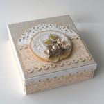 rocno-delo-unikat-voscilnica-posebna-knjiga-poroka-vrtnica-cipka-srcek-darilna-skatla