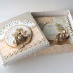 rocno-delo-unikat-voscilnica-posebna-knjiga-poroka-vrtnica-cipka-srcek-darilna-skatla-odprta