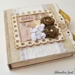 rocno-delo-unikat-voscilnica-posebna-knjiga-poroka-vrtnice-metuljcki-srcki-ljubezen-prva-stran