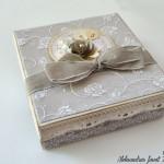 rocno-delo-voscilnica-knjiga-porocna-vintage-vrtnice-ljubezen-srcki-cipka-darilna-škatla