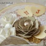 rocno-delo-voscilnica-knjiga-porocna-vintage-vrtnice-ljubezen-srcki-cipka-darilna-skatla-detajl