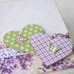 rocno-delo-unikat-voscilnica-posebna-accordion-poroka-zelena-vijolična-podkev-deteljica-sreca-vrtnica-darilna-skatlica-detajl