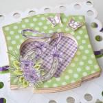 rocno-delo-unikat-voscilnica-posebna-accordion-poroka-zelena-vijolična-podkev-deteljica-sreca-vrtnica-detajl