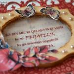 rocno-delo-unikat-voscilnica-posebna-accordion-rojstni-dan-orhideja-prijateljstva-detajl