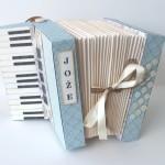 rocno-delo-unikat-voscilnica-posebna-darilna-škatla-denarno-darilo-harmonika-40-let
