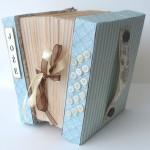 rocno-delo-unikat-voscilnica-posebna-darilna-škatla-denarno-darilo-harmonika-detajl-desna-stran