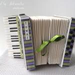rocno-delo-unikat-voscilnica-posebna-darilna-škatla-denarno-darilo-harmonika-zelena-vijolicna-siva