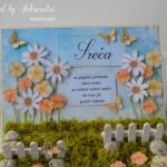 rocno-delo-unikat-voscilnica-posebna-darilo-satuljica-za-nakit-turkizna-modra-zelena-travnik-sreča-metuljčki-cvetlice-škatlica-detajl-cvetoče-rožice