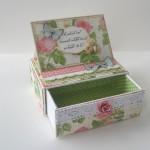 rocno-delo-unikat-voscilnica-posebna-darilo-satuljica-za-nakit-vrtnice-metulji-abraham-50-let-predalnik
