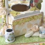 rocno-delo-unikat-voscilnica-darilo-skatlica-presenecenja-posebna-vodnja-zelja-ptice-metulji-vrt-cvetlice-vodnjak-detajl2