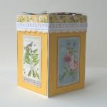 rocno-delo-unikat-voscilnica-darilo-skatlica-presenecenja-posebna-vodnja-zelja-ptice-metulji-vrt-cvetlice-zunanjost-detajl3