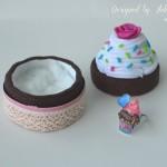 rocno-delo-unikat-darilna-skatlica-voscilnica-posebna-rojstni-dan-pecica-kolacek-cupcake-tortica-odprta-prstan