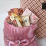 rocno-delo-unikat-darilna-skatlica-voscilnica-bozic-novo-leto-zasnežen-poštni-nabiralnik-praznični-paketi-darila-pisma-lepe-želje-detajl-vreča-s-pismi