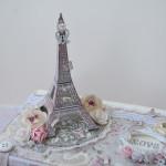rocno-delo-unikat-darilna-skatlica-kovcek-shabby-chic-ljubezen-pariz-romantika-vrtnice-metuljcki-detajl1