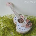 rocno-delo-unikat-voscilnica-cestitka-darilna-skatlica-kitara-vrtnice-cipka-shabby-chic-1