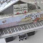 rocno-delo-unikat-voscilnica-cestitka-darilna-skatlica-klavir-koncertni-grand-piano-vrtnice-cipka-shabby-chic-2