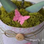 rocno-delo-unikat-darilo-darilna-skatlica-roza-orhideja-v-loncku-detajl