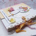 rocno-delo-unikat-darilo-voščilnica-knjiga-obhajilo-deklica-precious-križ-5