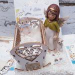 rocno-delo-unikat-voščilnica-škatlica-presenečenja-krst-fantek-zibelka-angelček-4a