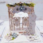 rocno-delo-unikat-voščilnica-škatlica-presenečenja-poroka-naravna-siva-elegantna-pergola-stola-mladoporočenca-4